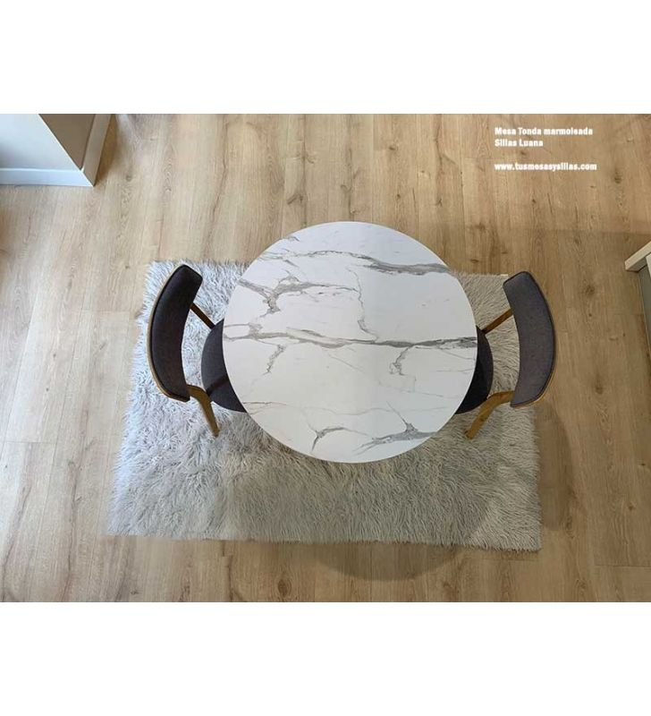 mesa-sillas-nórdicas-ligeras