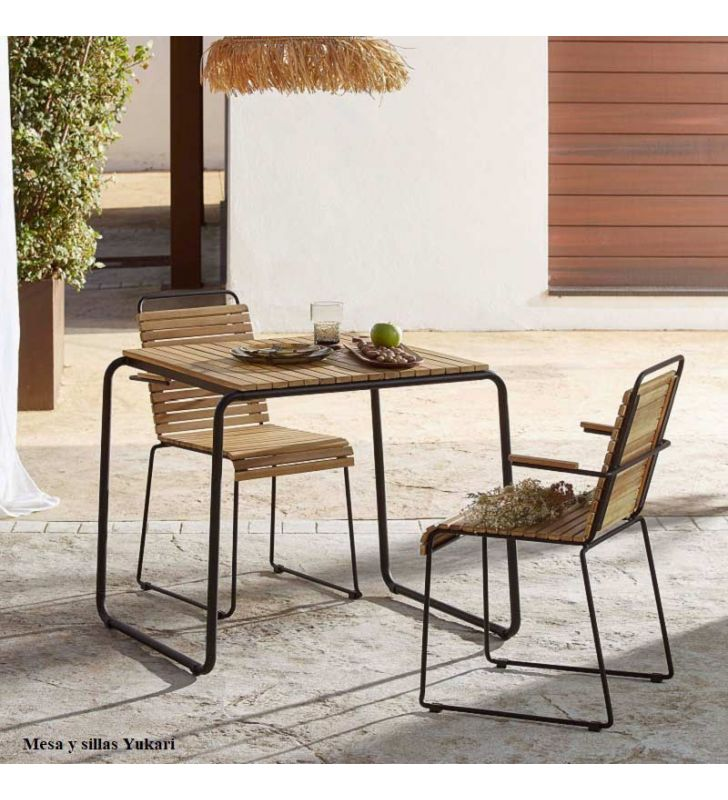 mesa-cuadrada-pequeña-terraza