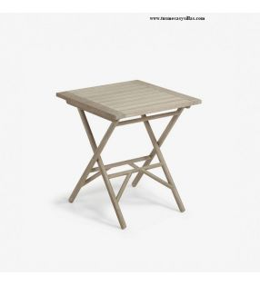 mesa-pequeña-cuadrada-terraza