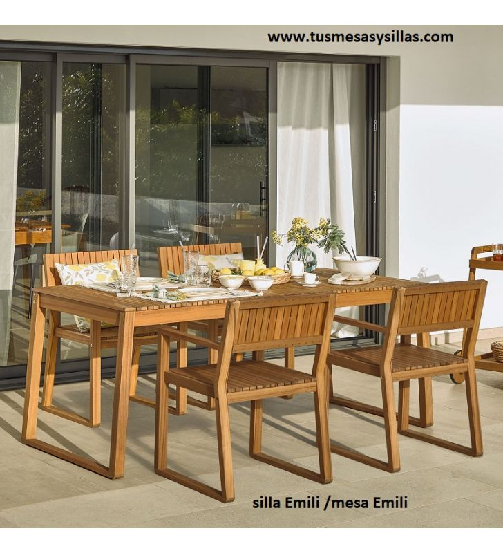 Mesa y sillas modelo Emili.