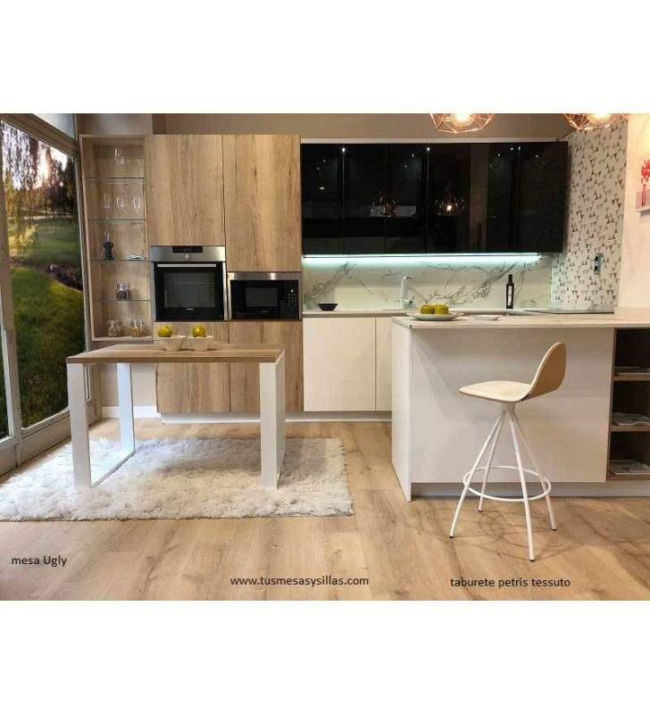 Mesa cocina moderna con patas de una pieza Ugly a medida