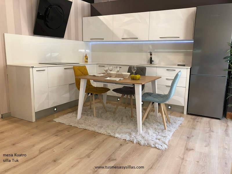 Mesa Kuatro extensible de estilo nordico de cocina o comedor