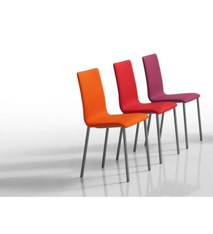 silla-tapizada-estrecha-cocina