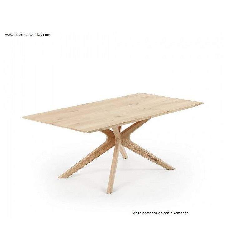 Mesa de comedor en roble con patas cruzadas