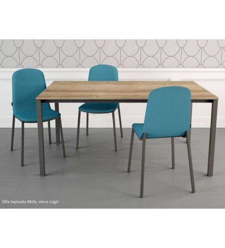 silla-tapizada-azul-cocina