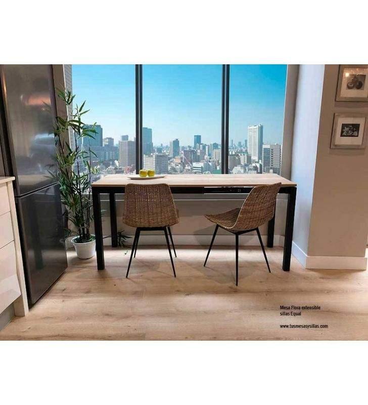 Mesa con dos extensiones en tonos madera