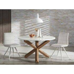 Mesas y sillas estilo nórdico, madera y blanco