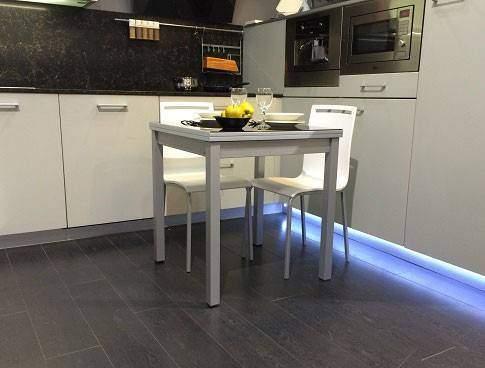 Tables de cuisine carrés