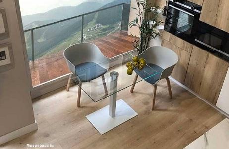 mesa-pequeña-cristal-transparente